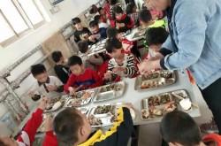 """阳信:500多斤螃蟹""""爬上""""学生餐桌"""